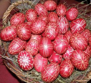 írott tojások piros
