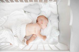 baba alszik az organikus babaágyban